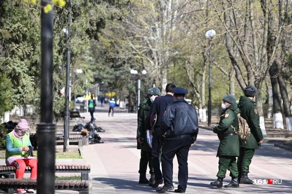 По всему Ростову стоят патрули, которые ищут нарушающих режим самоизоляции жителей