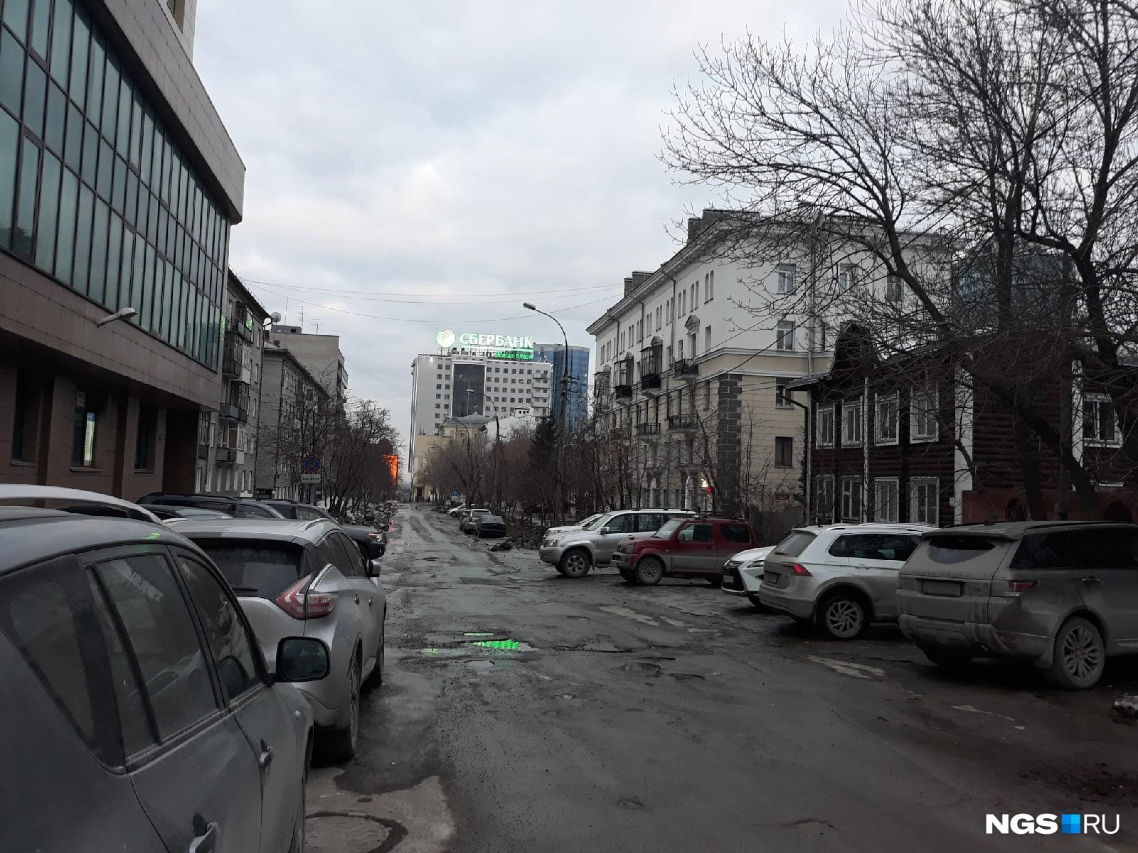 Проблема с парковками в центре не исчезает и во время пандемии