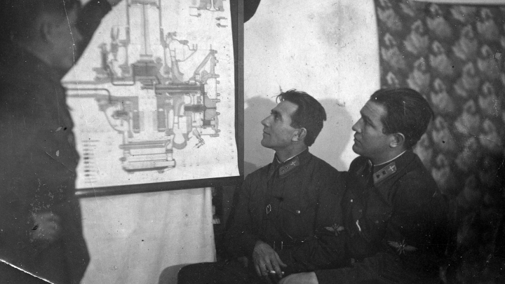 Под обстрелом направил штурмовик на немецкие танки: история летчика, у которого нет ни одной награды