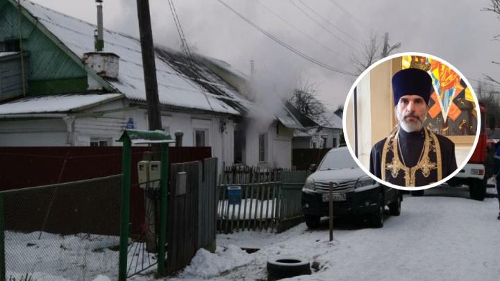 Трехлетний ребенок в огненной ловушке: в Ярославле сгорел дом многодетного священника