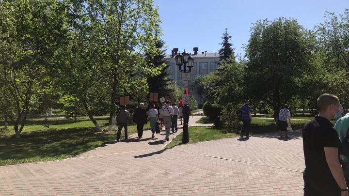 Коммунисты, несмотря на режим самоизоляции, вышли 9 мая к памятнику Ленина