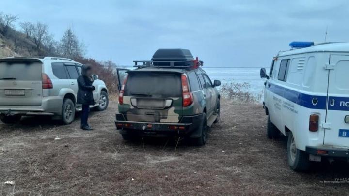 На Волгоградском водохранилище ищут пропавшего 18 декабря рыбака