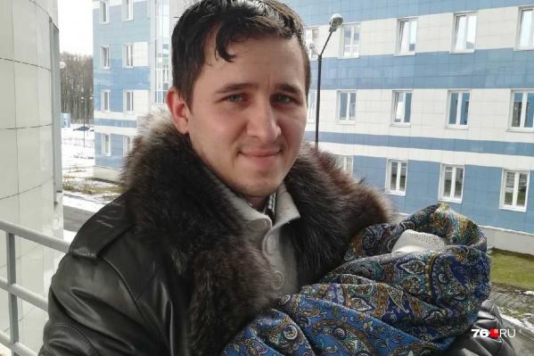 Ярославец Илья Кузьмин принял роды у жены прямо в машине