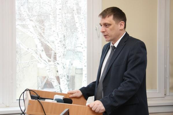 Министр образования НСО Сергей Федорчук объянил, какие именно меры предпримут власти, чтобы не допустить заражения детей и учителей коронавирусом в школах