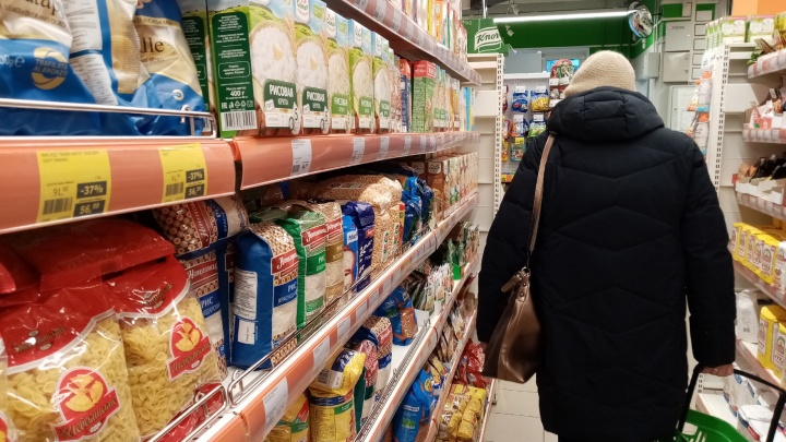 Стоит ли закупаться продуктами впрок и кому это выгодно, отвечает экономист из Архангельска