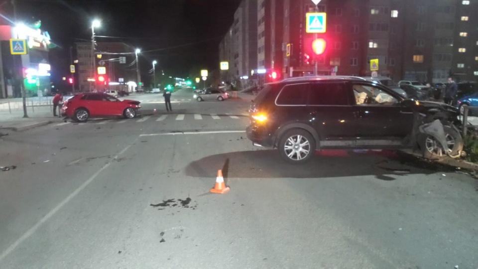 Водитель Audi получил лёгкие травмы, «обитатели» Volkswagen, включая собаку, отделались испугом