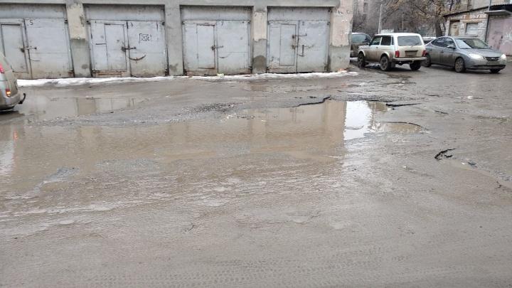 Волгоградцы пожаловались в комитет дорожного хозяйства на плохие дороги и цены на проездные