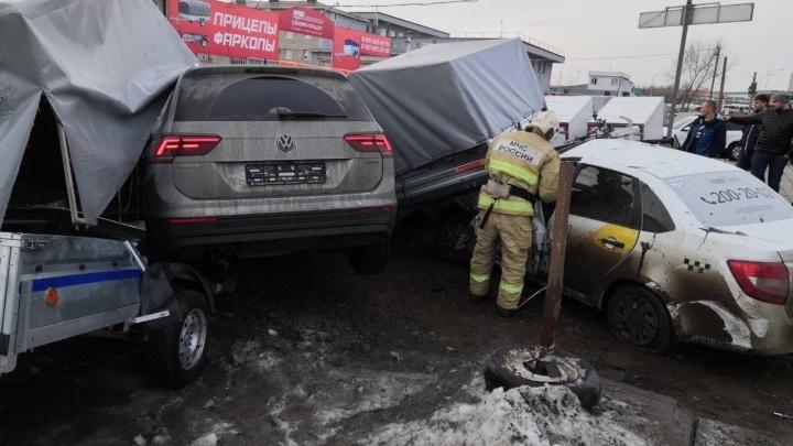 «Там такое месиво!»: на улице Алма-Атинской произошло массовое ДТП