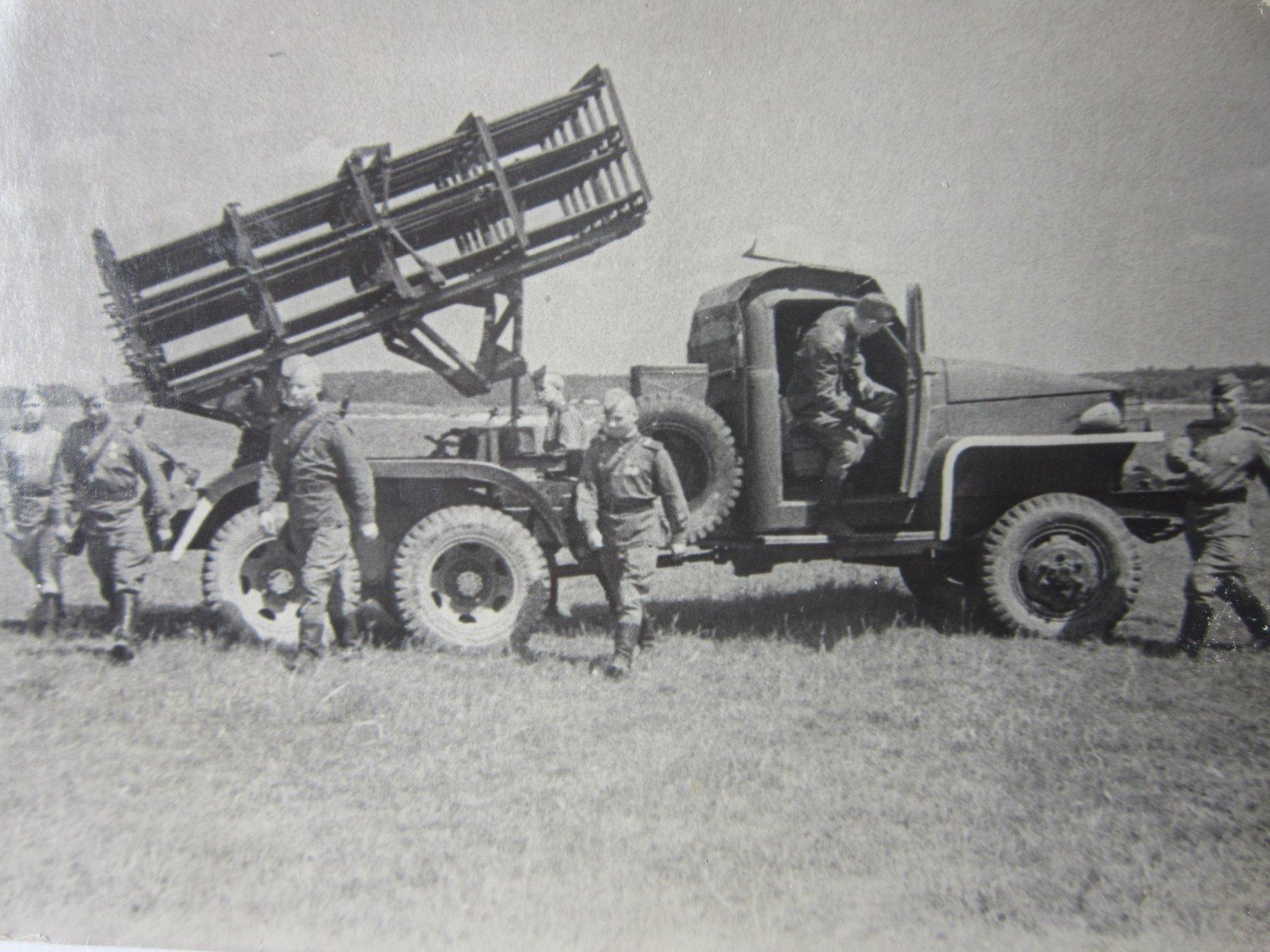 Солдаты, обслуживающие артиллерию