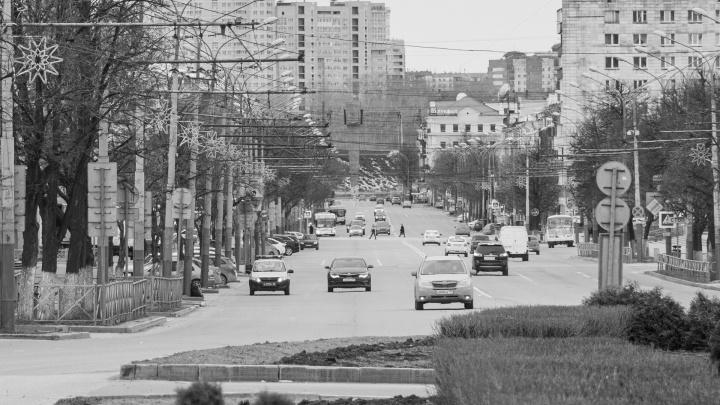 Город почти без людей. Угадайте по черно-белым и пустынным снимкам места Перми