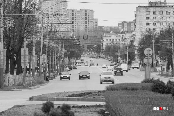 Наверняка вам будет сложно угадать место. А это перспектива улицы Ленина — от перекрестка с улицей Попова