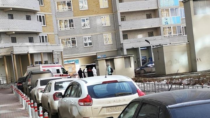 Из дома во Втузгородке забрали семью с подозрением на коронавирус