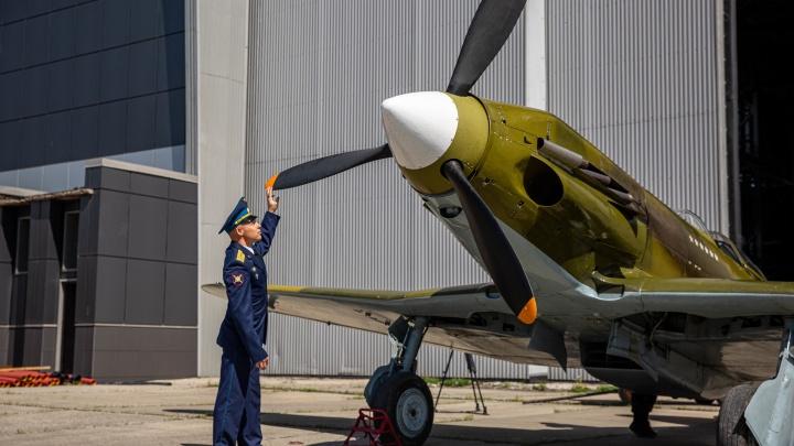 В Новосибирске в небо запустили легендарный истребитель — таких в мире осталось всего три