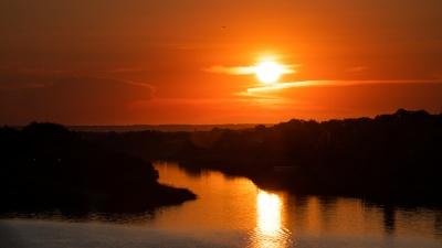Оранжевый закат над Доном и рыбаки на изоляции: десять фотографий последнего дня весны 2020 года