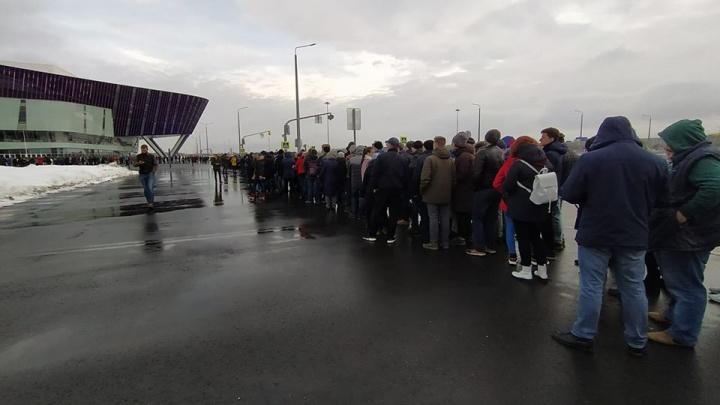 Екатеринбуржцы выстроились перед «Экспо» в две огромные очереди на концерт лидера Rammstein