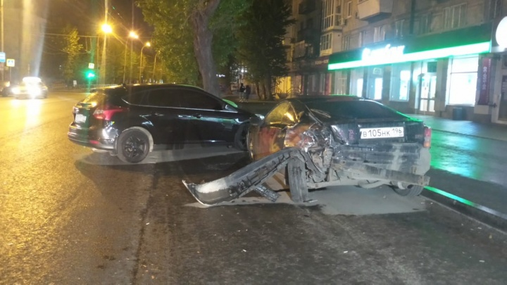 «Семерку» закрутило на дороге: публикуем видео начала массового ДТП на Белинского