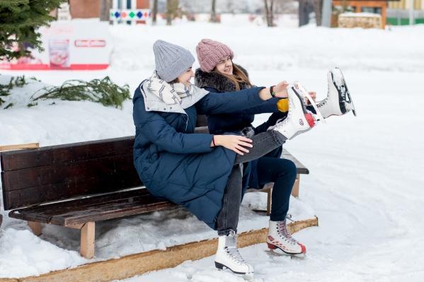 В Кемерово начали работать первые ледовые площадки и хоккейные коробки