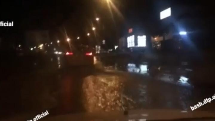 Автовладельцы сняли видео фекального потопа на дорогах Уфы