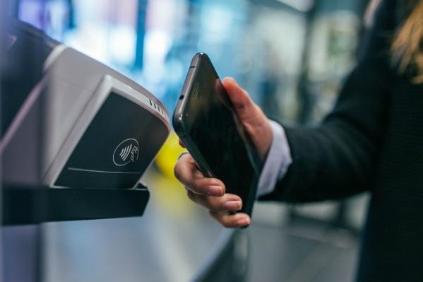 Для покупки товара в кредит нужна только банковская карта Сбербанка и подключенная услуга «Мобильный банк»