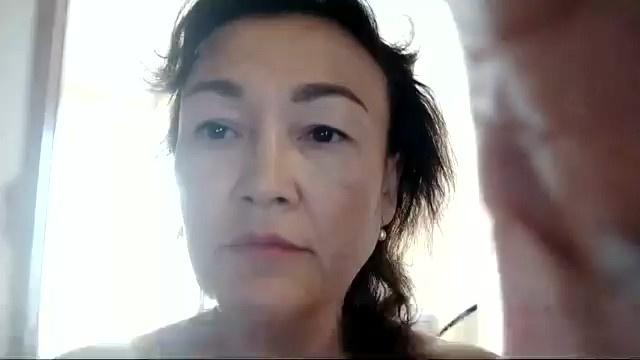 «Не смотрите ниже пояса. Смотрите мне в глаза»: активистка из Башкирии вышла к полицейскому обнаженной