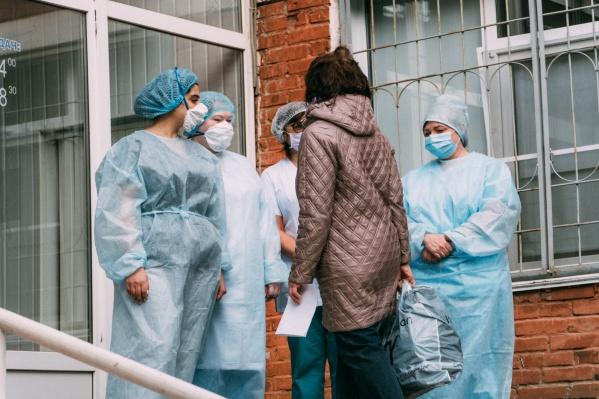 В отделениях реанимации сегодня находятся 67 человек. На ИВЛ — 16 пациентов
