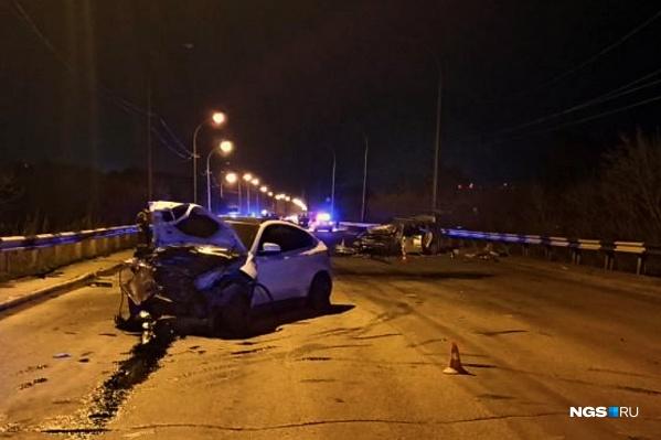 Машины на несколько часов заблокировали движение по мосту