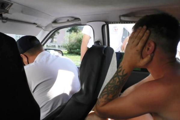 Мужчина пытался оттолкнуть одного из сотрудников ГИБДД