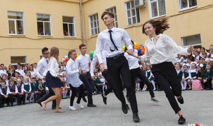 Для волгоградских выпускников прозвенит два последних звонка