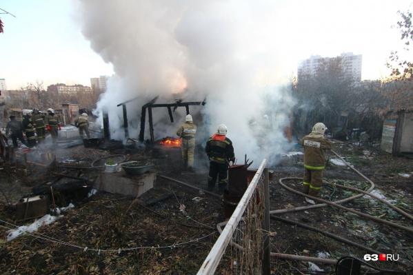 В тушении пожара участвовали 39 человек и 17 единиц техники