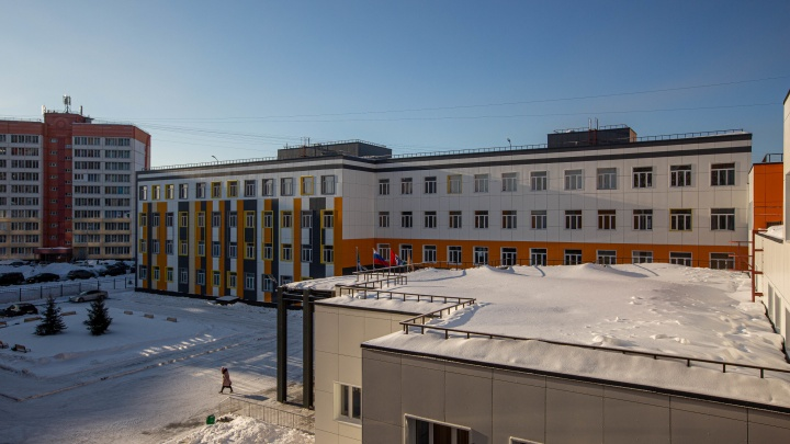 «Увы, не все попадают»: в новой школе на Южно-Чемском временно не набирают первоклассников