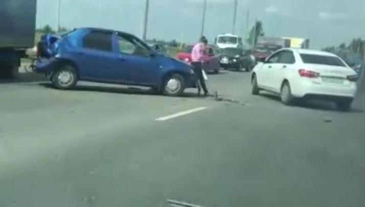 «Пробка в несколько километров»: на окружной дороге в Ярославле столкнулись три автомобиля