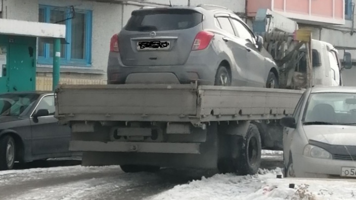 Полиция отправила под арест водителя, который врезался в автобус и уехал с места ДТП