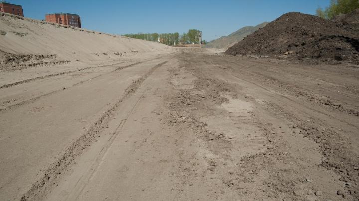 Власти объяснили провалы на новой дороге и рассказали, когда откроют Краснояровское шоссе