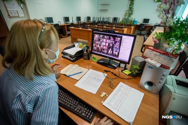Учителя учат детей через интернет