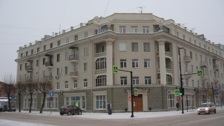 «Почему так серо?»: общественник раскритиковал цветовую гамму обновленных фасадов Красноярска