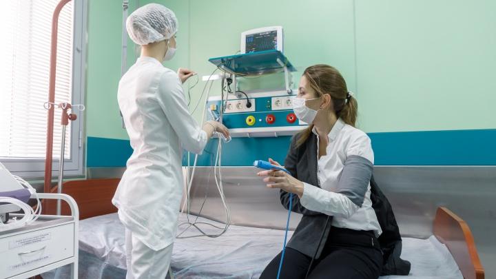 В Омске из 600 коек для больных коронавирусом заняты четыре