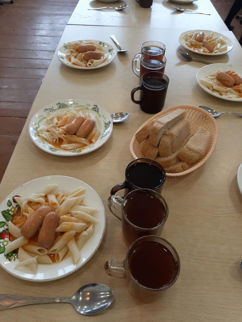 К своему сообщению Сергей Дудин приложил фотографию школьного обеда