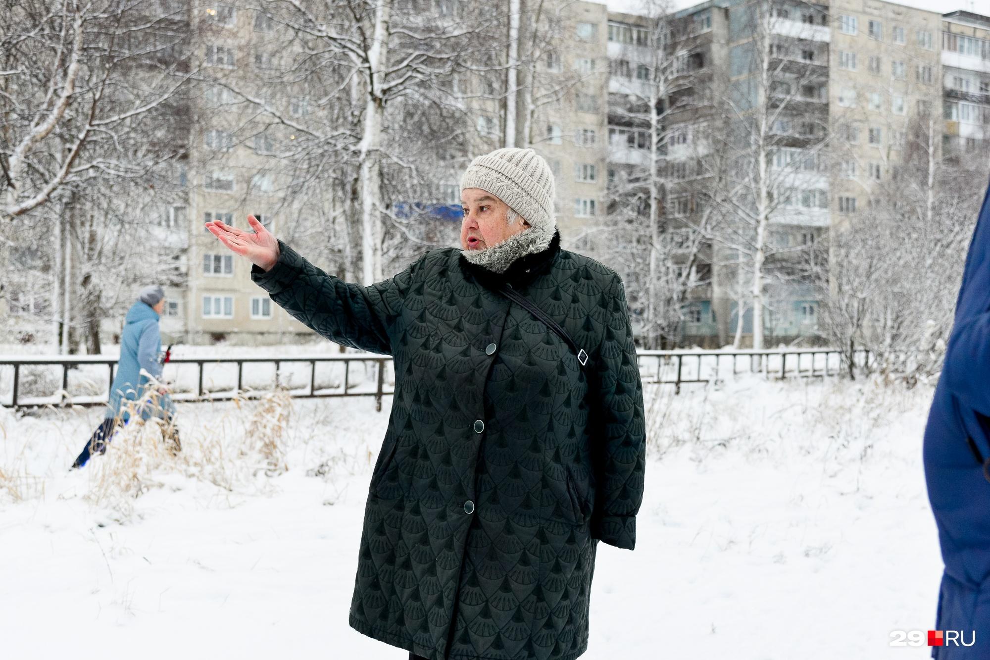 Людмила Михайловна просит чистить скамейки, чтобы пенсионерам было где зимой присесть и отдохнуть