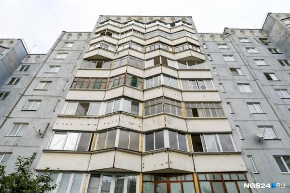 Год назад житель Черёмушек выкинул грудного ребенка из окна. Как оказалось, мужчина был под действием наркотиков