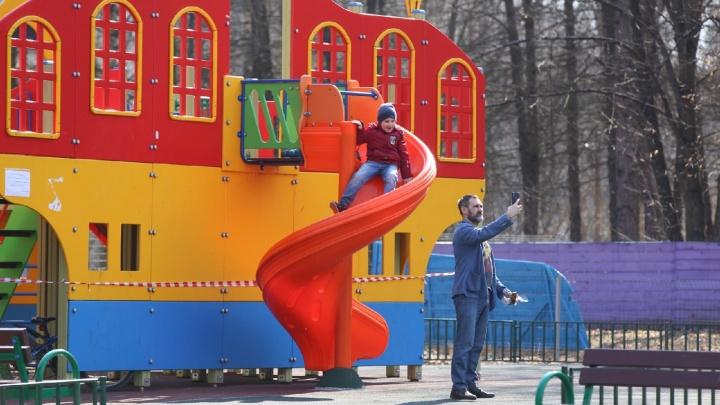 «Молитесь дома на имбирь»: в Ярославле во время самоизоляции люди вышли гулять. Реакция соцсетей