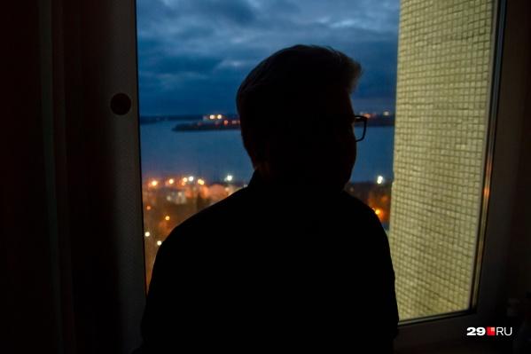 Атон — один из тех жителей Архангельска, что решились на коррекцию пола