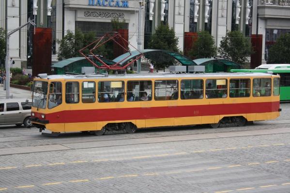 Трамваи и автобусы поменяли маршруты из-за репетиции парада