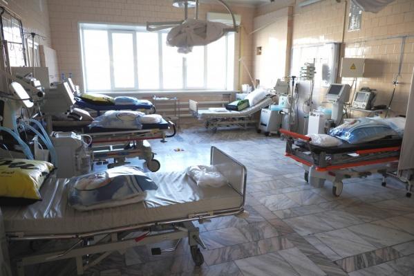 Врачи готовят дополнительные 18 мест в реанимации и 30 — в пульмонологическом госпитале