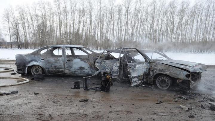 На трассе в Башкирии после ДТП загорелись два автомобиля