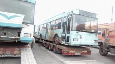 Мэрия запретила журналистам фотографировать ржавые троллейбусы, привезённые из Твери в Новосибирск