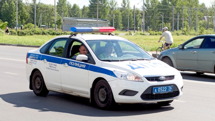 Сбили сразу две машины: в Ярославле под колёсами «Лады» и «Ниссана» погибла женщина