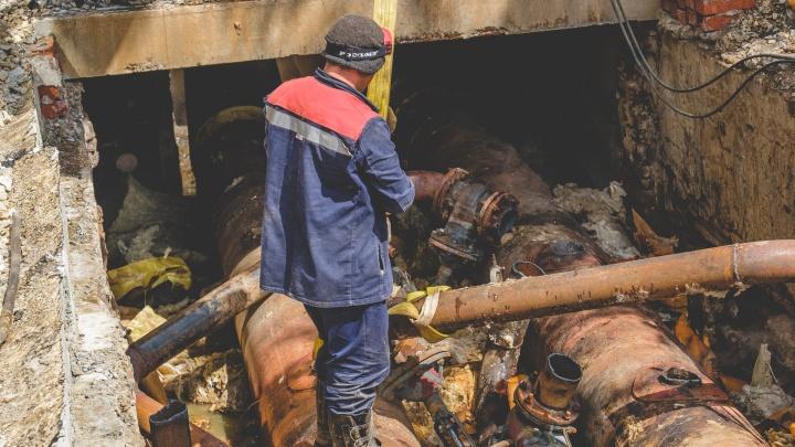 Микрорайон Молодежный из-за аварии остался без воды, в микрорайоне Левшино снижена ее подача