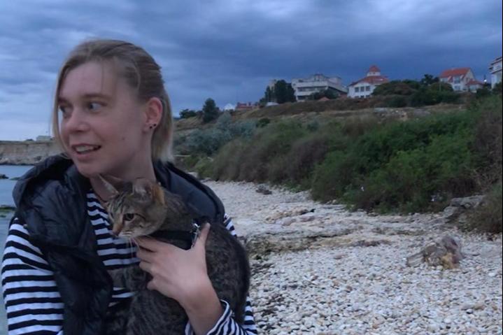 Алёна переехала в Крым вместе с кошкой Сямой