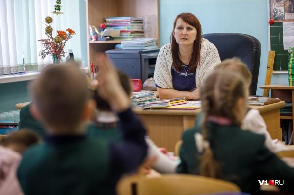 Две недели подряд ковид подтверждают у сотни школьников