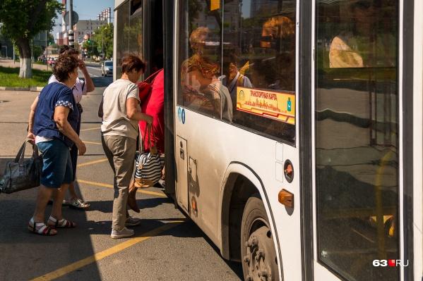 Сейчас муниципальную маршрутную сеть Самары обслуживают автобусы средней и большой вместимости: МАЗы и ЛИАЗы